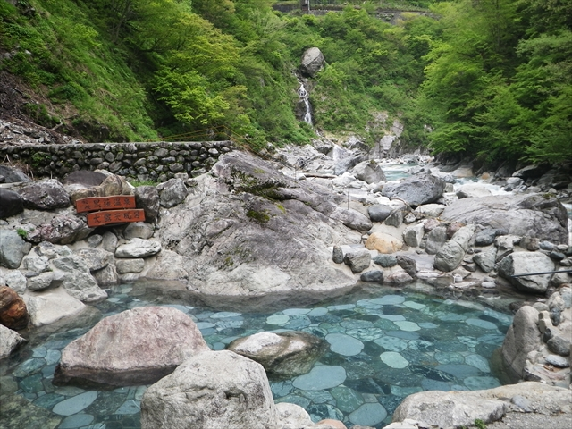 A hidden hot spring in Toyama prefecture,