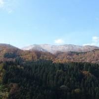雪が積もった山頂