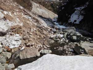 雪に埋もれる大露天風呂