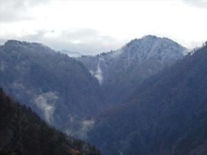 雪が降った山