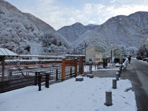 雪が積もった宇奈月温泉