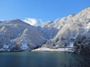 雪化粧をした山々