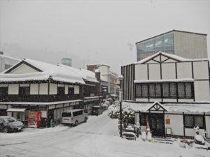 雪が降る宇奈月温泉