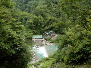 水源地から撮った黒薙温泉旅館