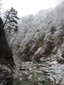 雪化粧の峡谷
