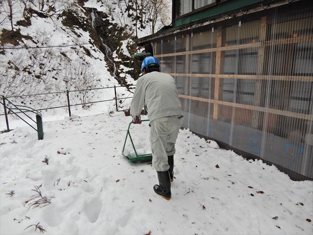 本館正面の除雪