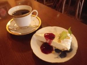 ブレンドコーヒーとレアチーズケーキ