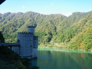 宇奈月ダム湖と新柳河原発電所