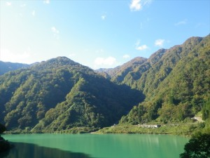 宇奈月ダム湖と僧ヶ岳