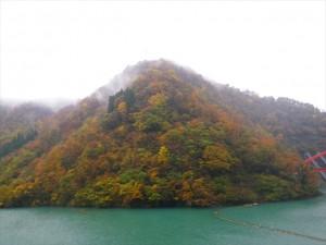 宇奈月ダムの紅葉