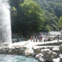 噴き上がる源泉