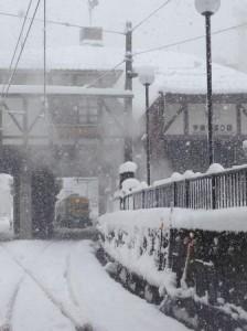 宇奈月温泉駅周辺の雪景色