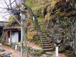 山道歩道の登り口