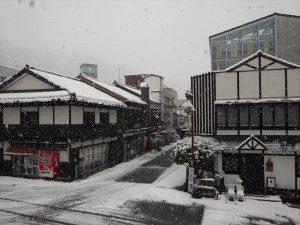 雪の降る宇奈月温泉