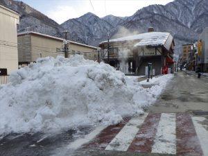 山積みになった雪